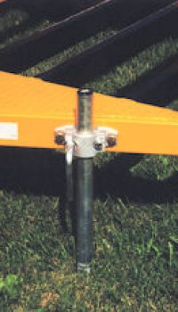 Two support legs are mounted on the rear of the frame. These are used to prevent trailer rear from squatting during directional boring operations.